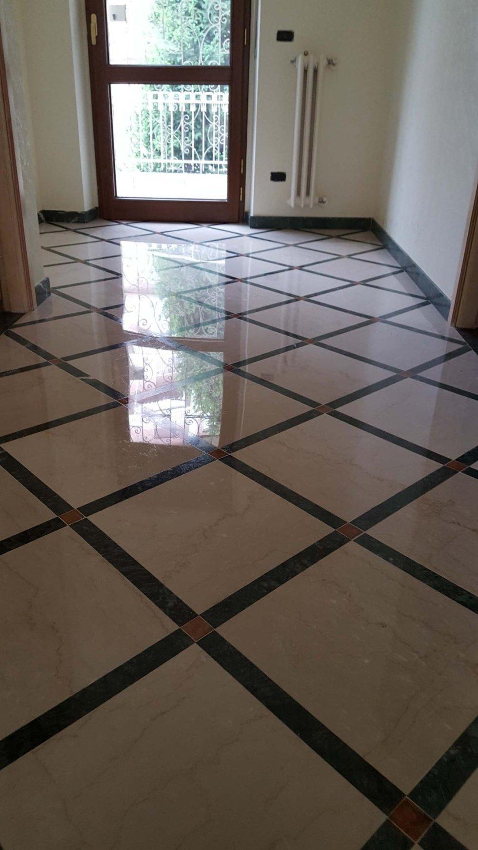 dettaglio di pavimento in marmo limpido