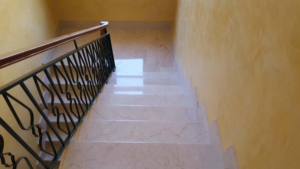 gradini in marmo dopo levigatura