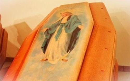 immagine raffigurante la madonna su una bara
