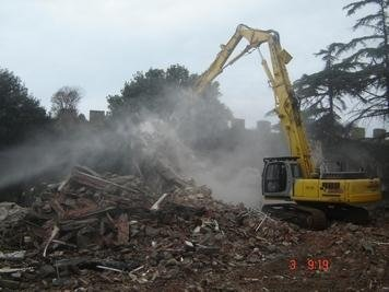 una demolitrice in azione