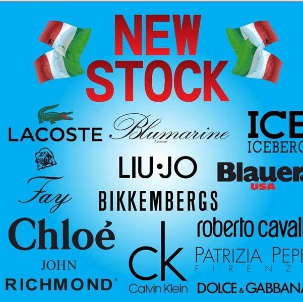 Una pubblicità che mostra marchi italiani di alta moda