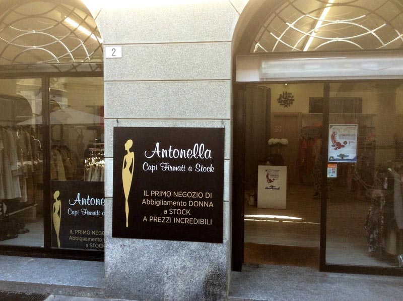 Esterno della boutique Antonella