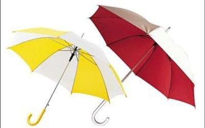 Individuell-gestalteter-Regenschirm-Ausdruck-visueller-Kommunikation