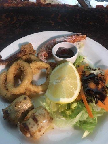 Calamari fritti con gamberi e limone