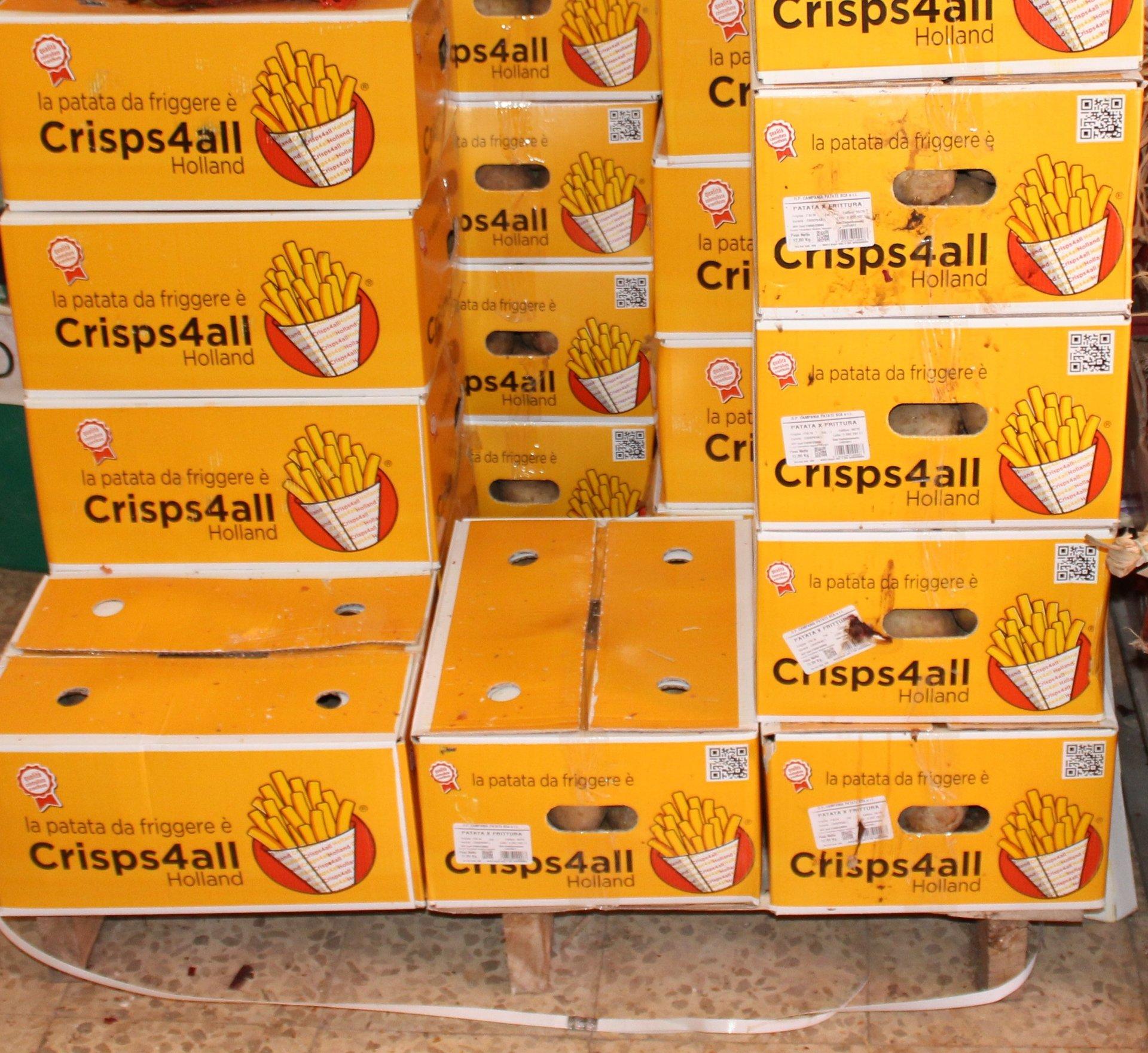 Scatole impilate di prodotti alimentari