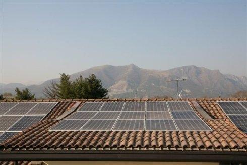 Impianto fotovoltaico di tipo integrato con potenza pari a 11,250 KWp realizzato presso la nostra sede aziendale.