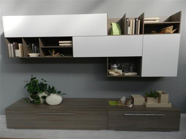parete attrezzata per soggiorno in legno chiaro con cassetti  in legno per basi