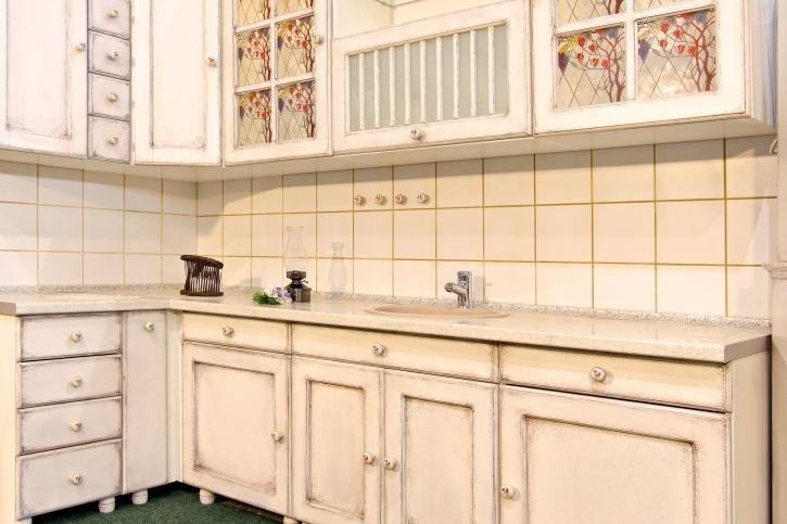 vista angolare di una bancone di cucina