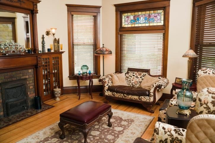 vista interna di un salotto con arredamenti di casa