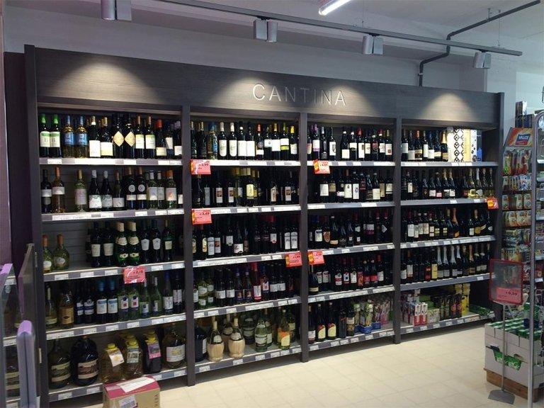 scaffalature per reparto vini
