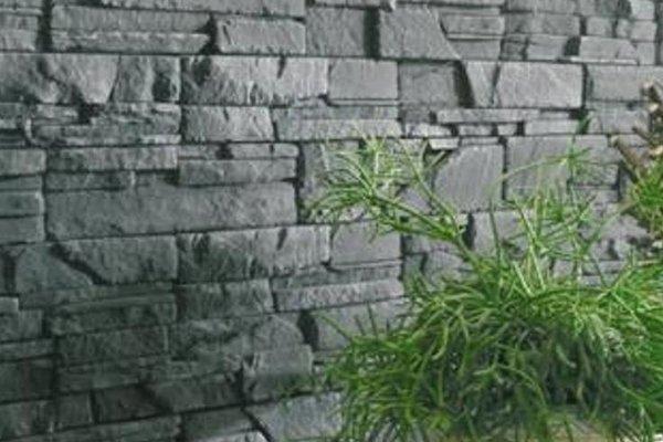 un muro con delle pietre di color grigio