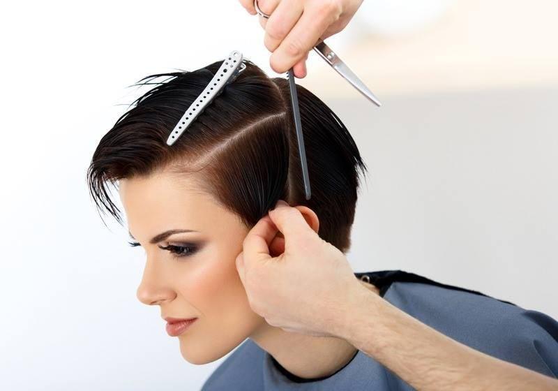 taglio di capelli corto donna