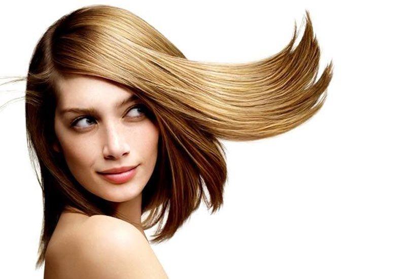 capelli di una donna al vento