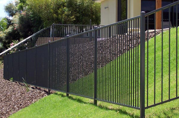 Aluminium fencing on the gold coast aus design fencing for Pool fence design qld