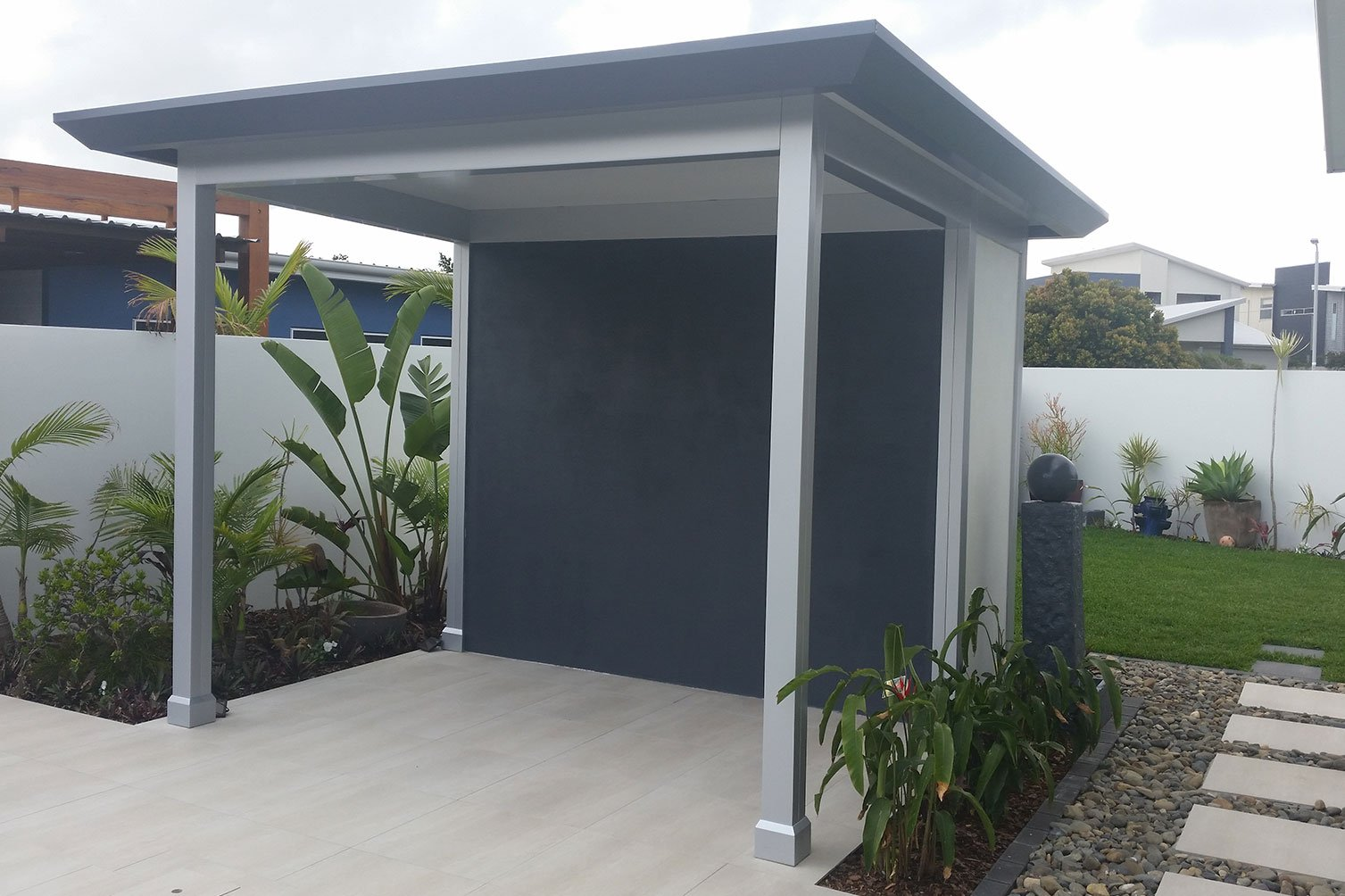 Coloured gray pavillion slique located at the center of the beautiful front yard in Goald Coast