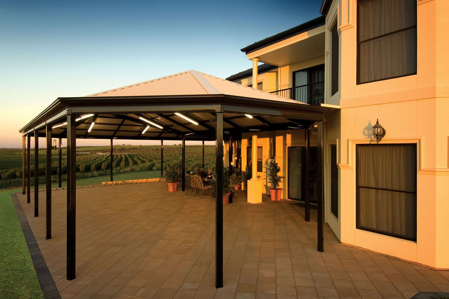 Luxuriate yourself with outdoor activities hosted in the roof patio in Byron Bay