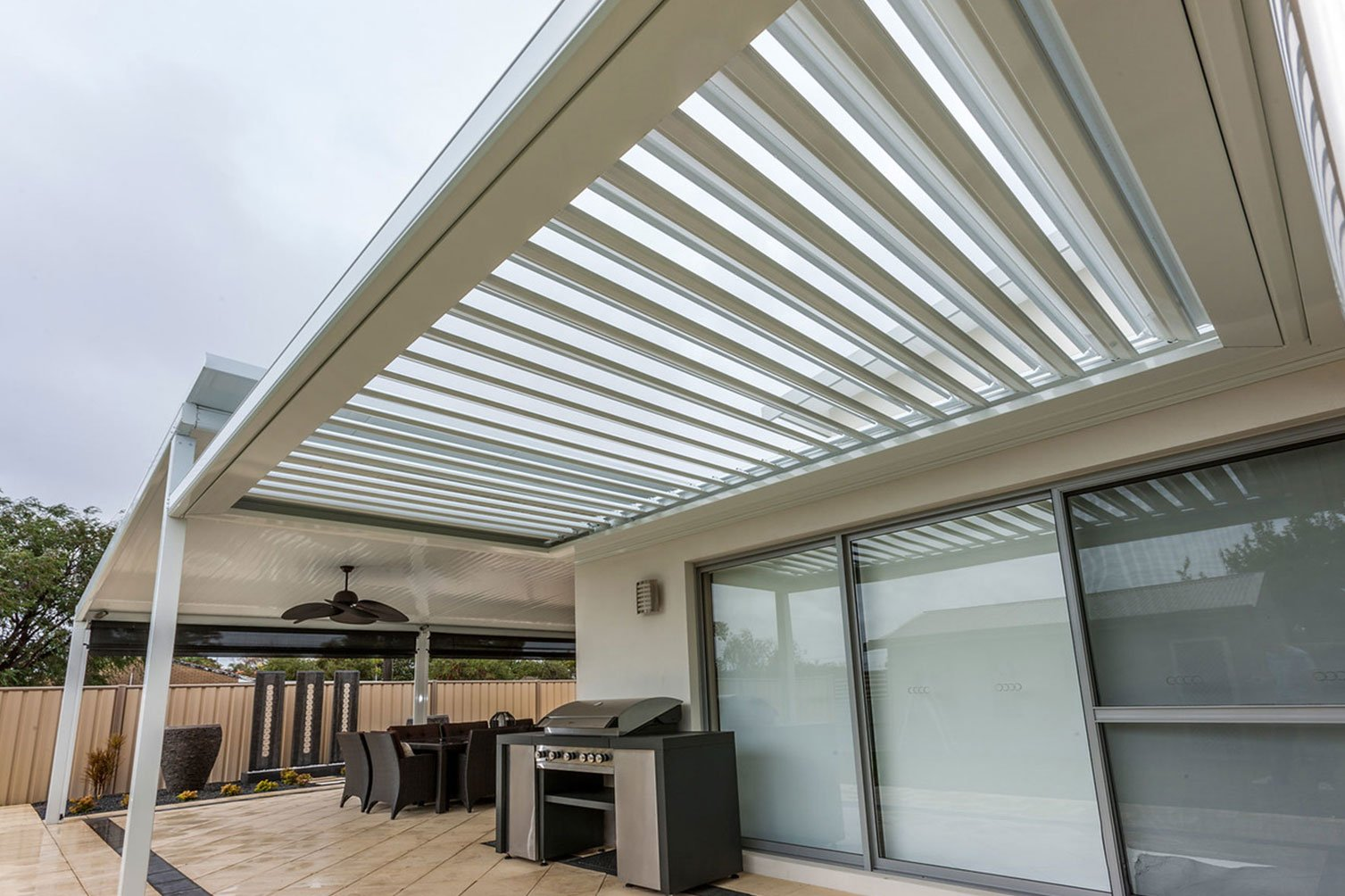 Patio builders made opening sunroofs that gives relaxing cool breeze on day in Byron Bay