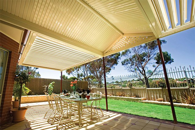 A breathtaking verandah with the opening sunroofs in Murwillumbah made by patio builders
