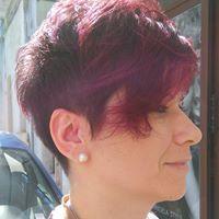 Donna con i capelli colorati a Galatone