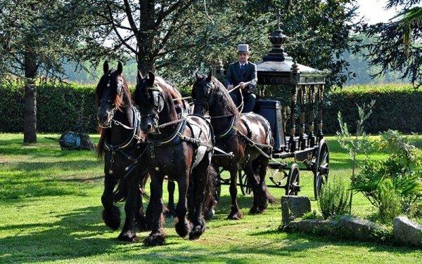 Funerali con carrozza