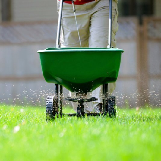 Lawn fertilizer treatments in St. Charles MO