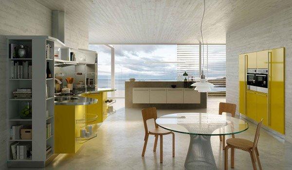 cucina con aredamento giallo e tavolo rotondo in mezzo