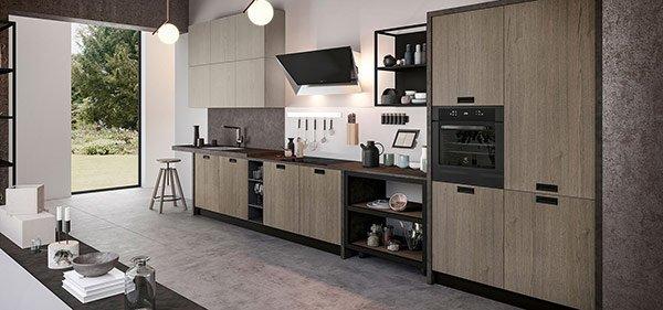 cucina moderna con arredamento marrone