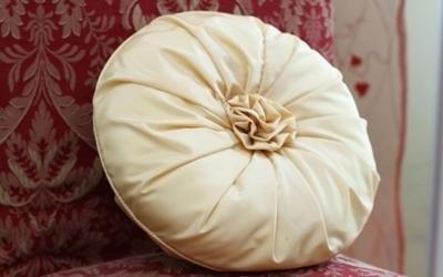 cuscino con rosa