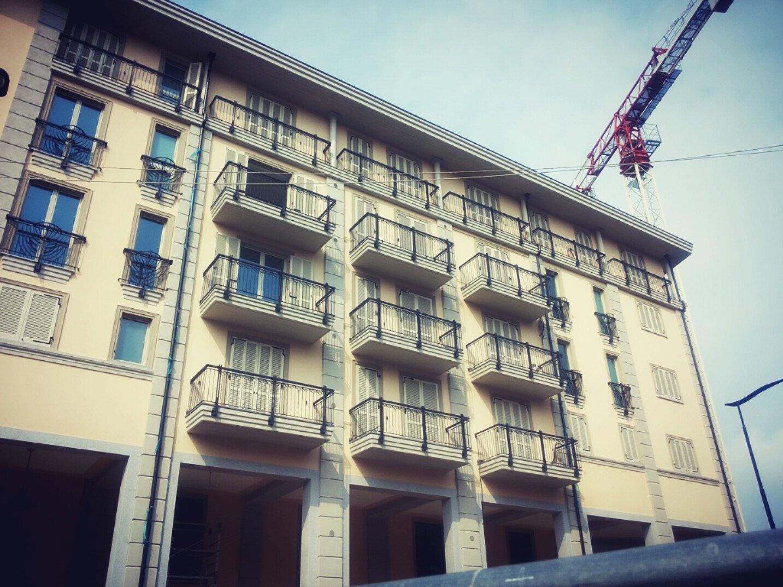 facciata esterna di un edificio residenziale