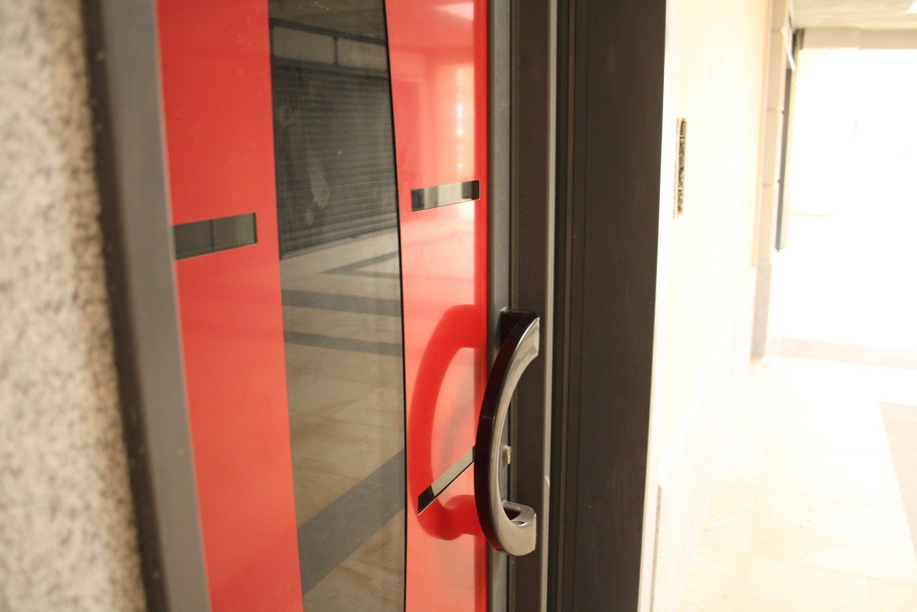 dettaglio porta rossa