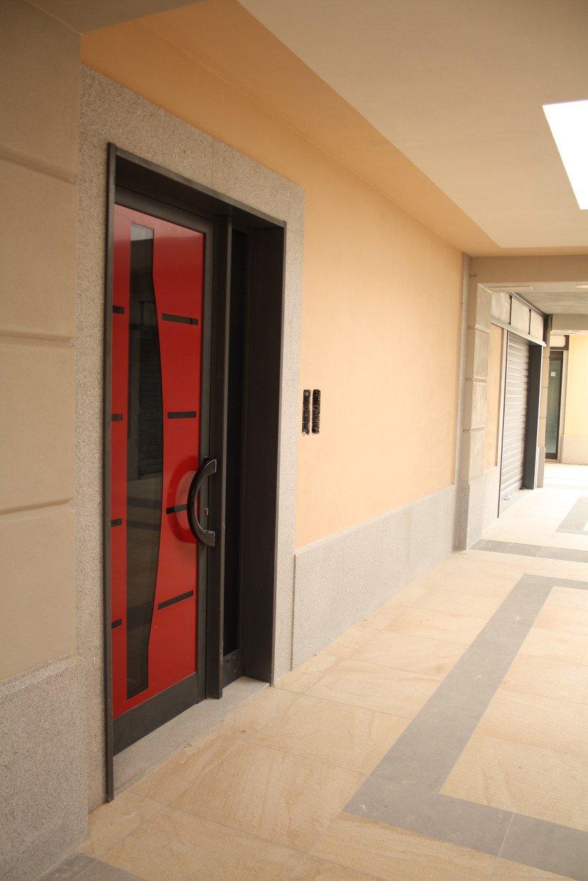 porta rossa dal design moderno