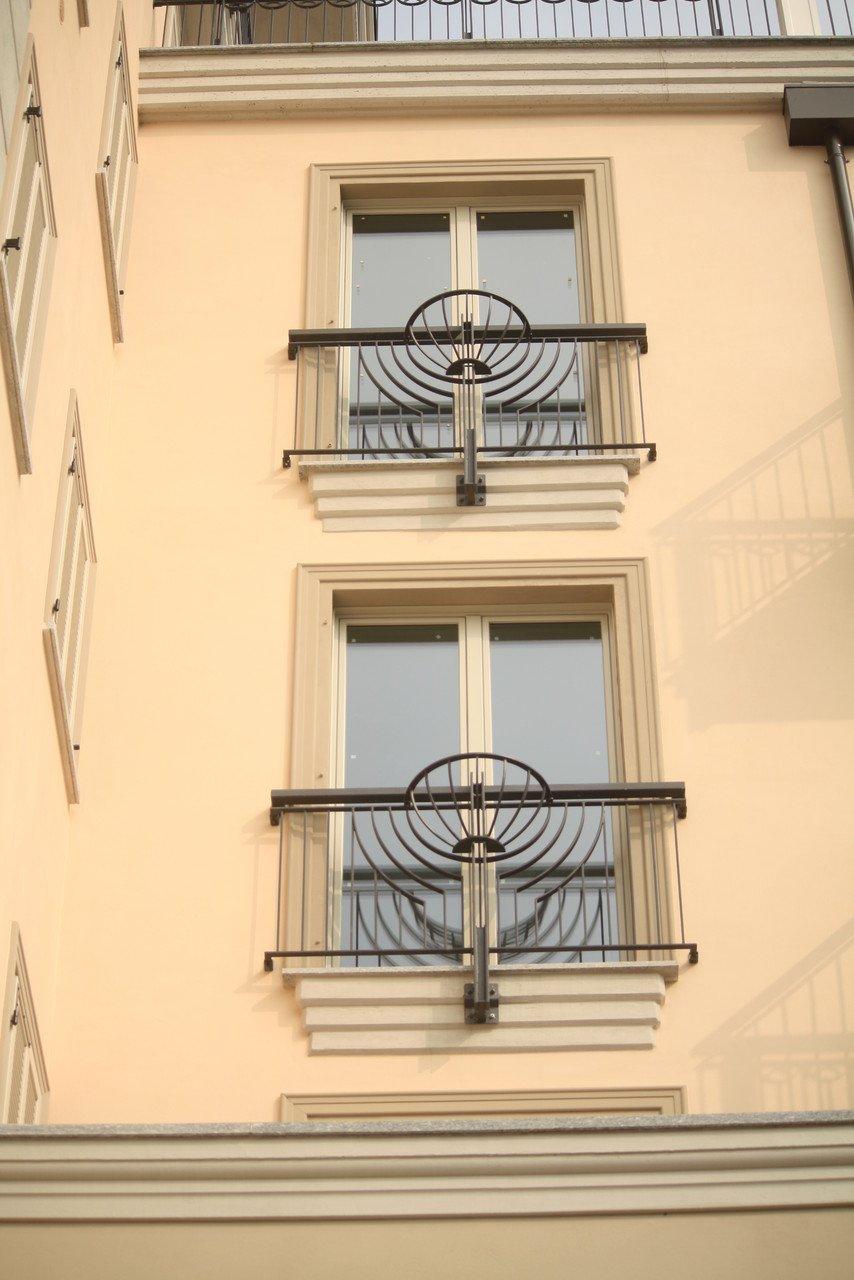 due finestre di una palazzina