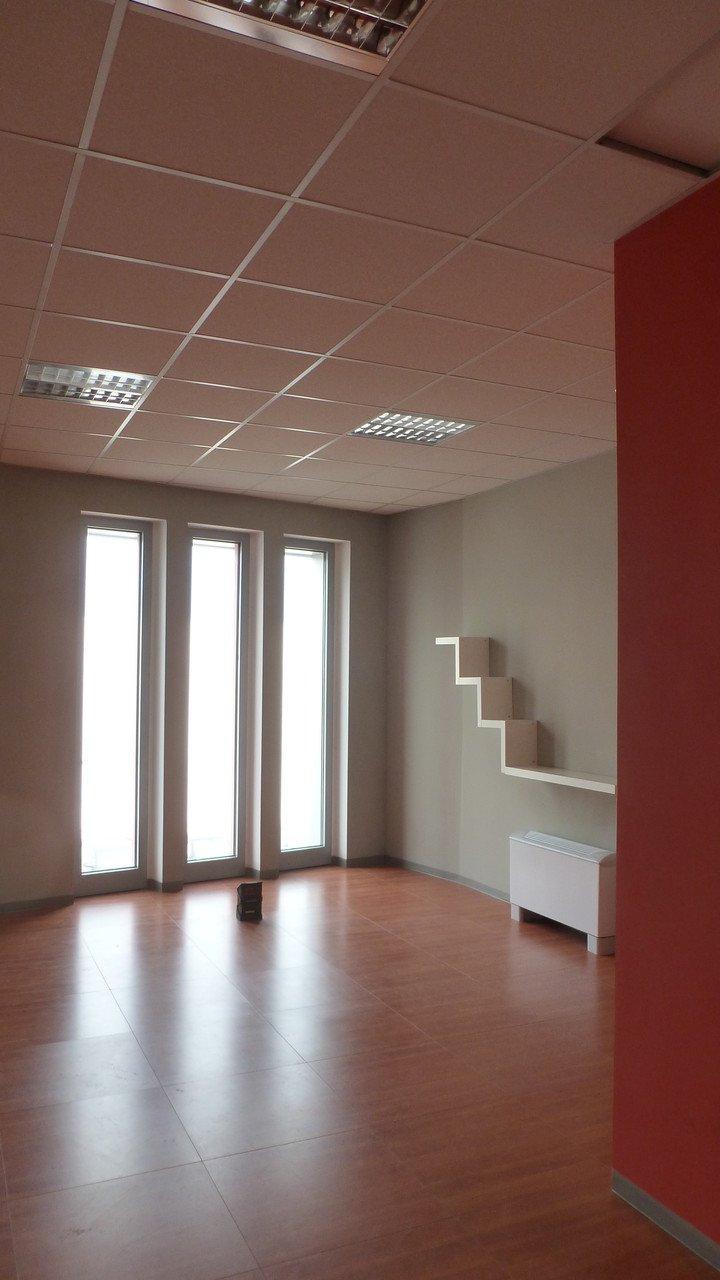 sala non arredata per uso uffici