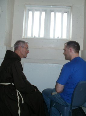 Br Quentin in conversation with a prison inmate