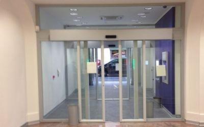 Porta con vetri scorrevoli