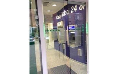 Doppi vetri per banca