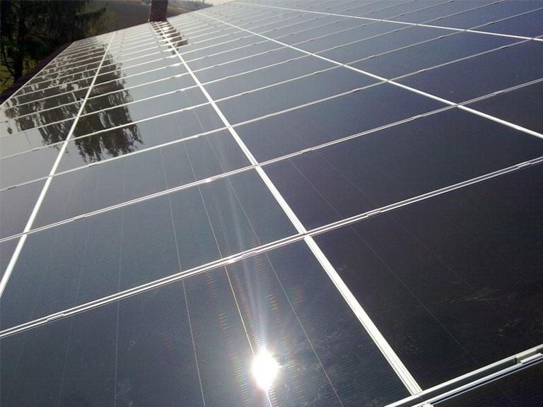 primo piano su pannelli solari