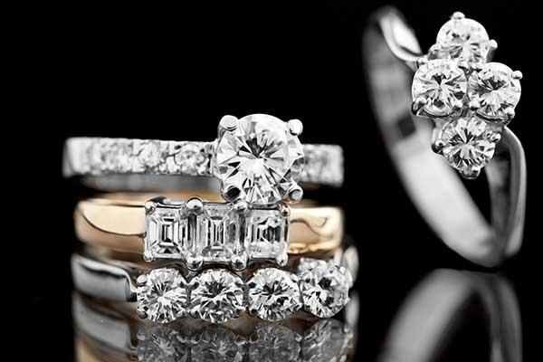 Anelli d'oro con diamanti dall'orafo Gielle a Pachino