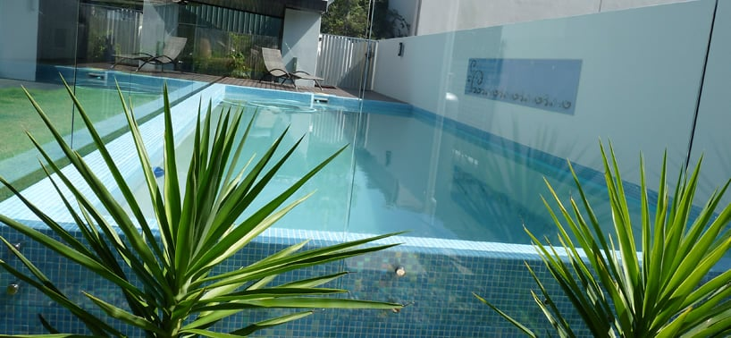 Framless glass pool fencing