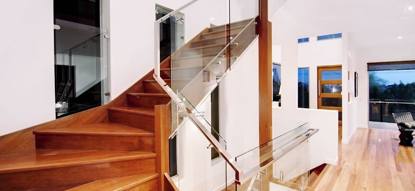 Balustrades with continuous rectangular handrail