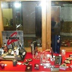 orologi digitali, icone argento, cristalleria, gioielli, pietre preziose