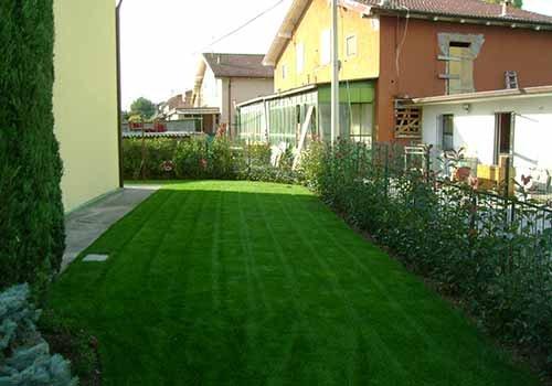 giardino in un quartiere residenziale