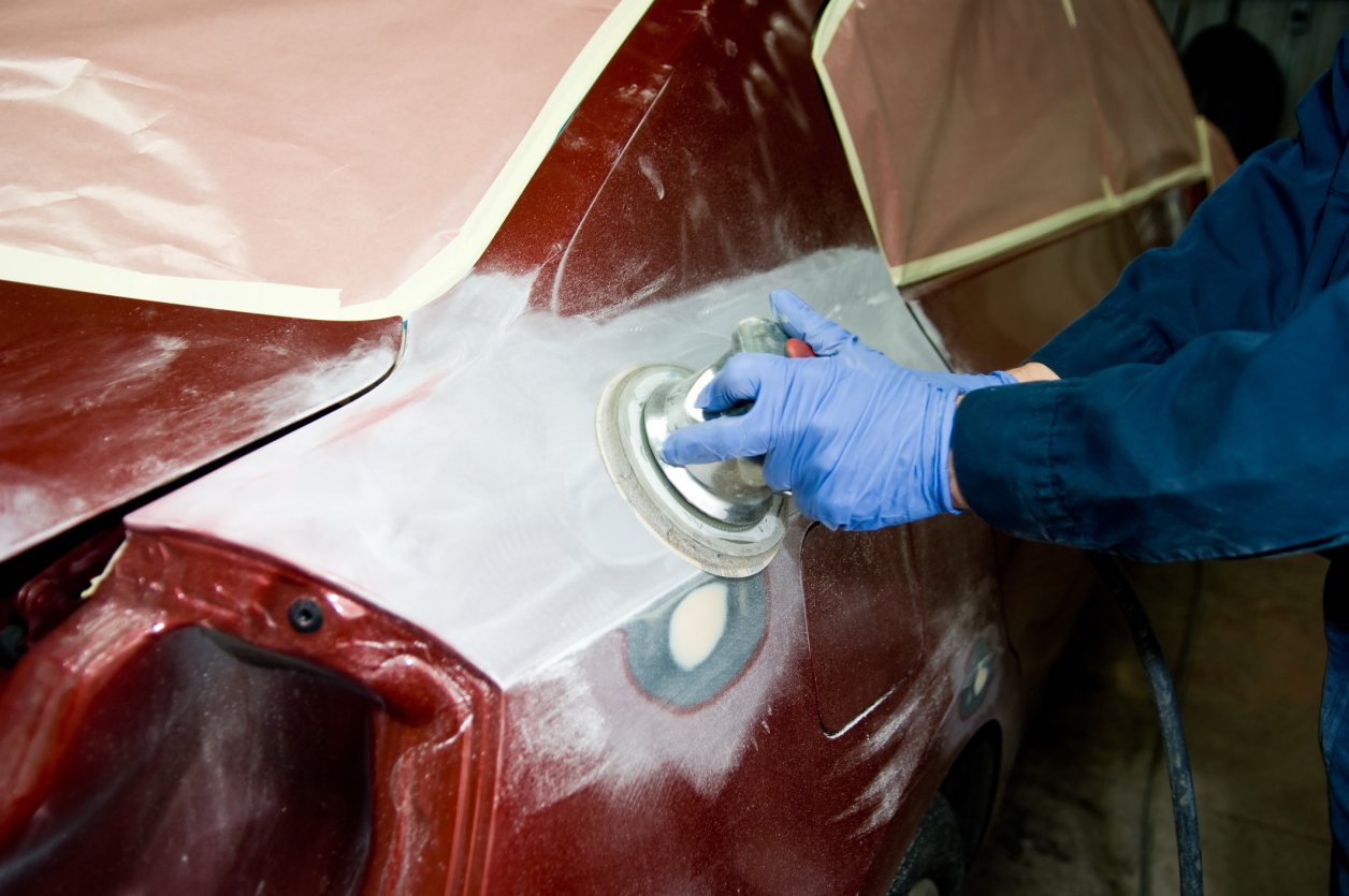 Performing auto body sanding in Lincoln, NE