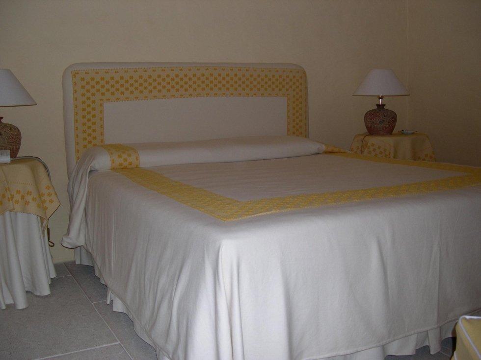 camera letto matrimoniale giallo