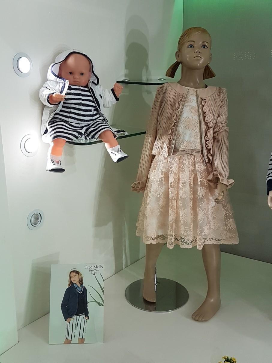 abbigliamento bambina su manichini