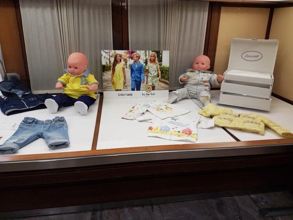 abbigliamento neonati in esposizione