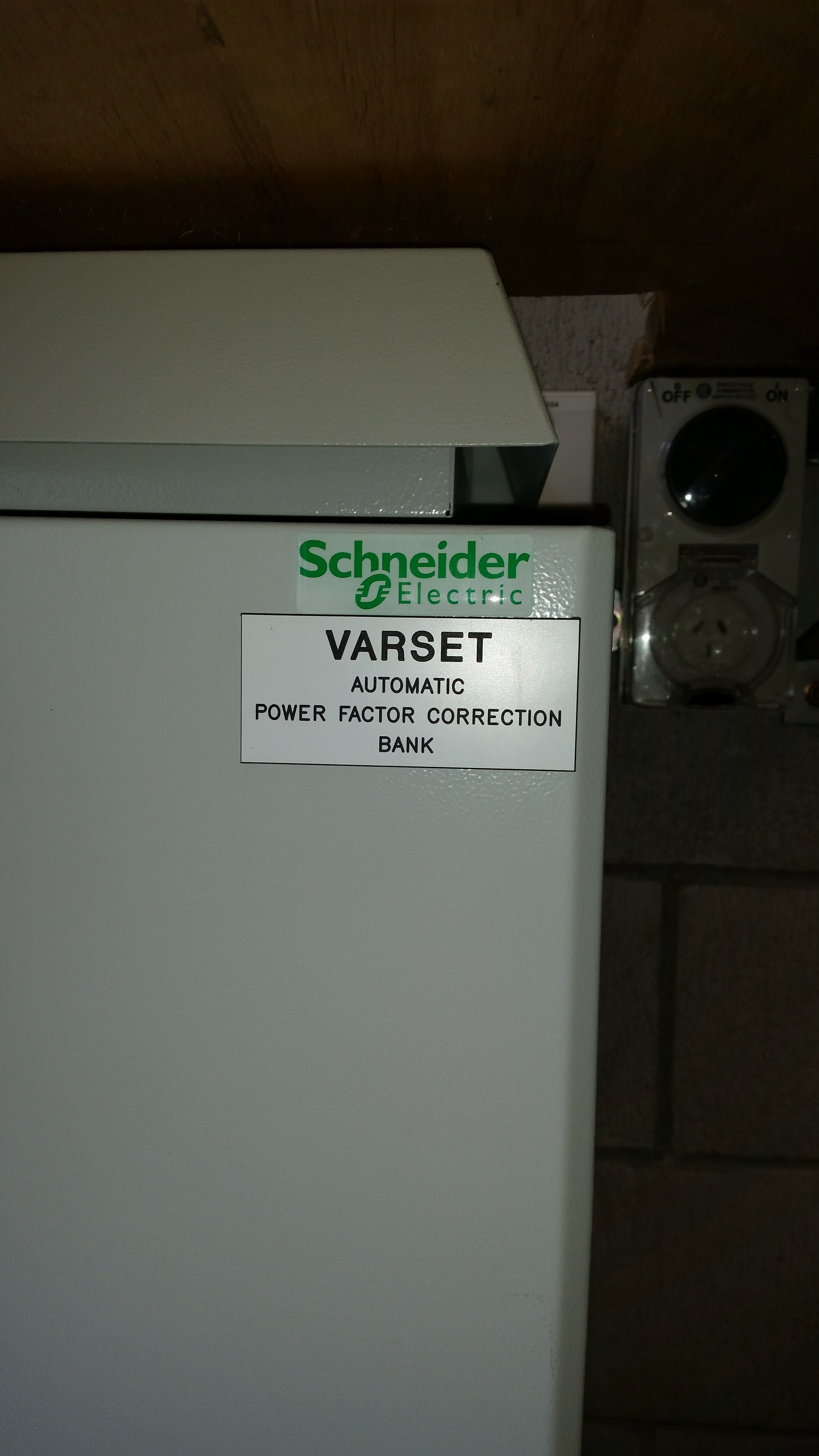 Schneider automatic power factor correction bank