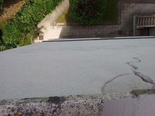 Strada di cemento vuoto