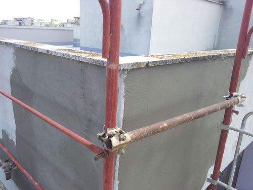 le travi di ferro che compongono un impalcatura
