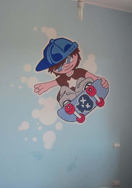 graffiti bambino sullo skater